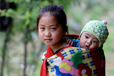 face of vietnam - Hmong siblings on the road from Meo Vac to Khau Vai, Ha Giang