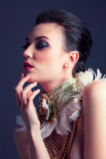 XINDI SIAU - Summer neckpiece. Feathers. Metal weave. Nylon