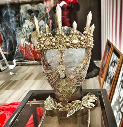 XINDI SIAU - Madhatters Queen Crystal. Metal. Acrylic.